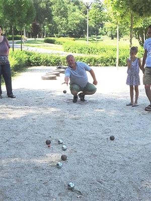 Drienyovszki János: Petanque bemutató, játék és családi játékok